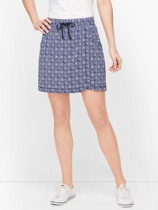 Lightweight Stretch Woven Geo Skort
