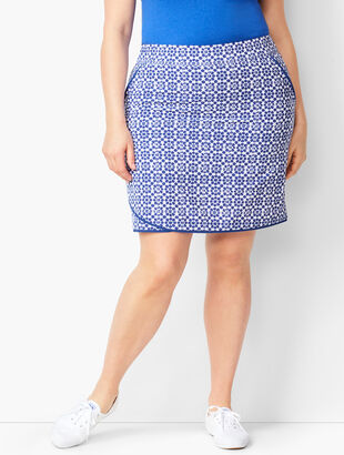 Lightweight Stretch Geo-Print Skort