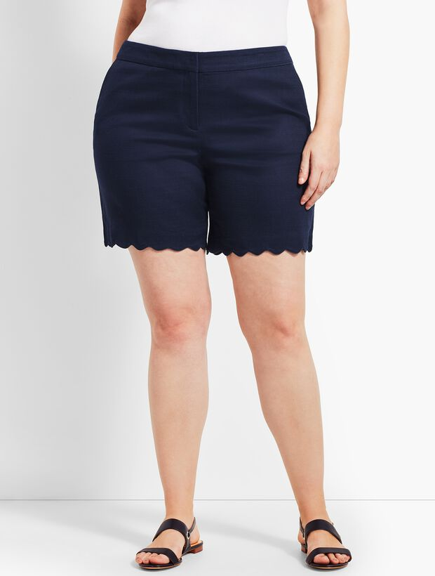 Woman Exclusive Textured Scallop Short