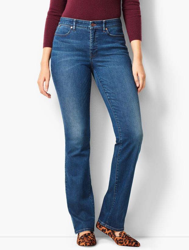 High-Waist Barely Boot Jeans - Nestor Wash /Curvy Fit