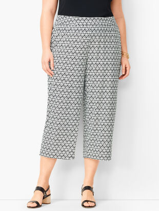Plus Size Knit Jersey Wide-Leg Crops - Diamond Print