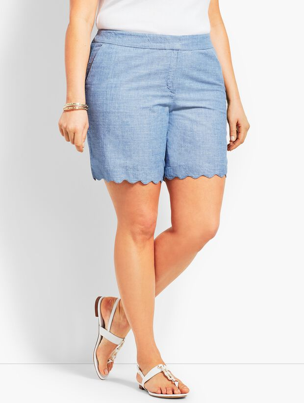 Plus Size Exclusive Chambray Scallop Short