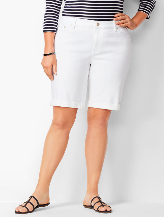 Girlfriend Jean Shorts - White/Curvy Fit