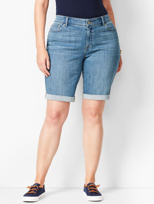 Girlfriend Jean Shorts - Blue Moon Wash/Curvy Fit