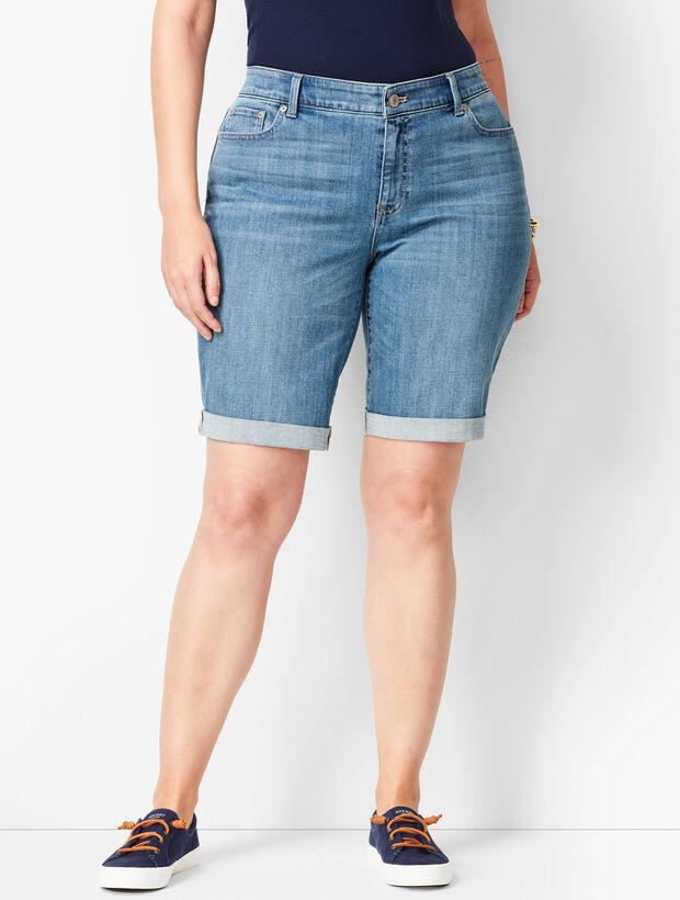 Girlfriend Jean Shorts - Blue Moon Wash/Curvy Fit