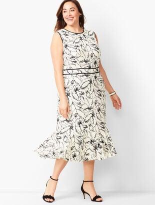 6685cc25b6e58 Floral Flounce-Hem Dress