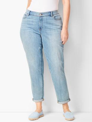 Girlfriend Jeans - Curvy Fit/Nebula Wash